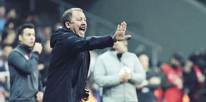 Beşiktaş, Galatasaray Maçına Bileniyor
